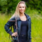 beautilful-young-female-horse-rider-standing-in-a-3H8BXL6.jpg